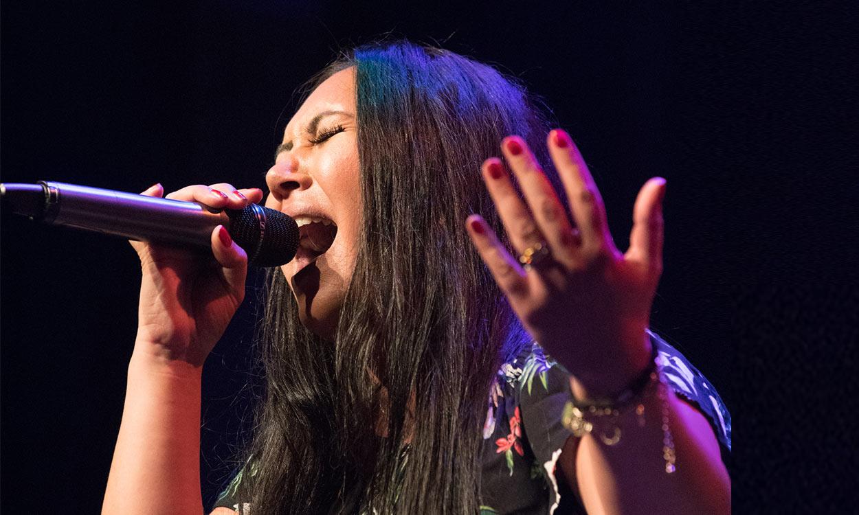 Grace na de daklozen opvang zingend