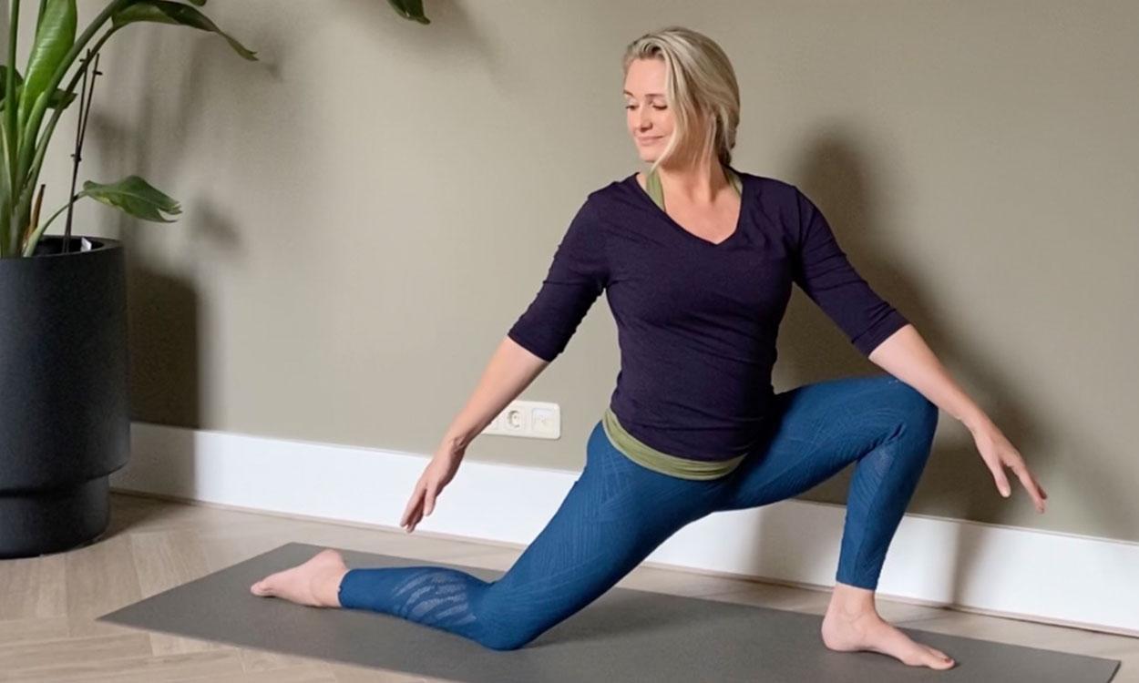 yoga die helpt bij opvliegers tijdens de overgang