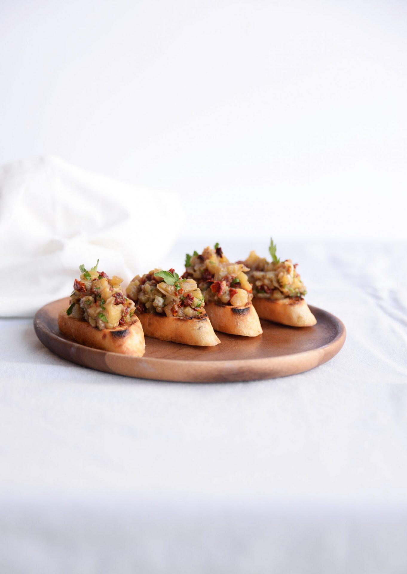 Crostini gegrilde aubergine 7 scaled Crostini met home made gepofte auberginespread. Het lekkerste smeersel voor een zomerse BBQ!