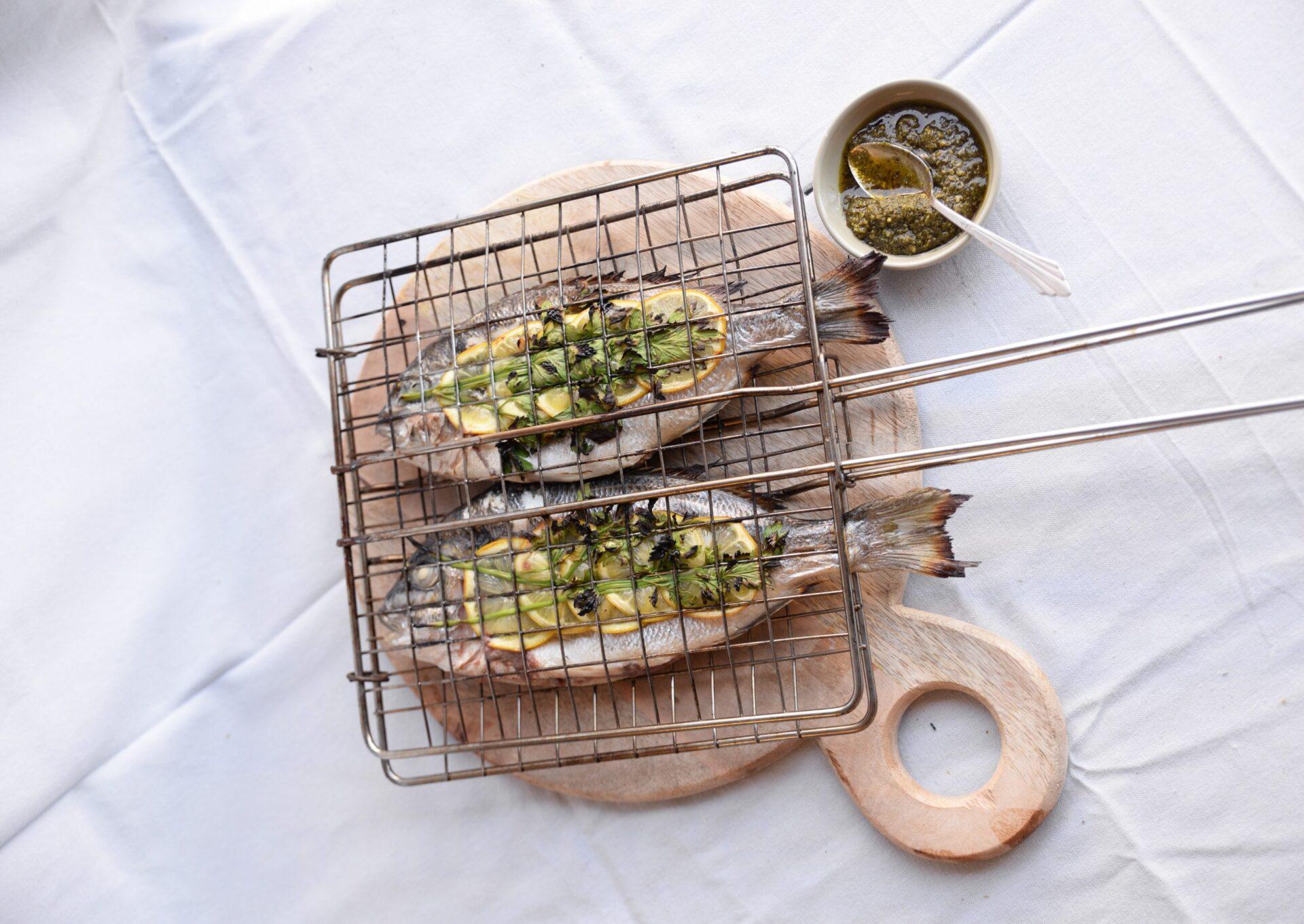 Gegrilde dorade 3 scaled Het is heerlijk weer, dus tijd voor een BBQ recept! Gegrilde dorade met citroenpesto