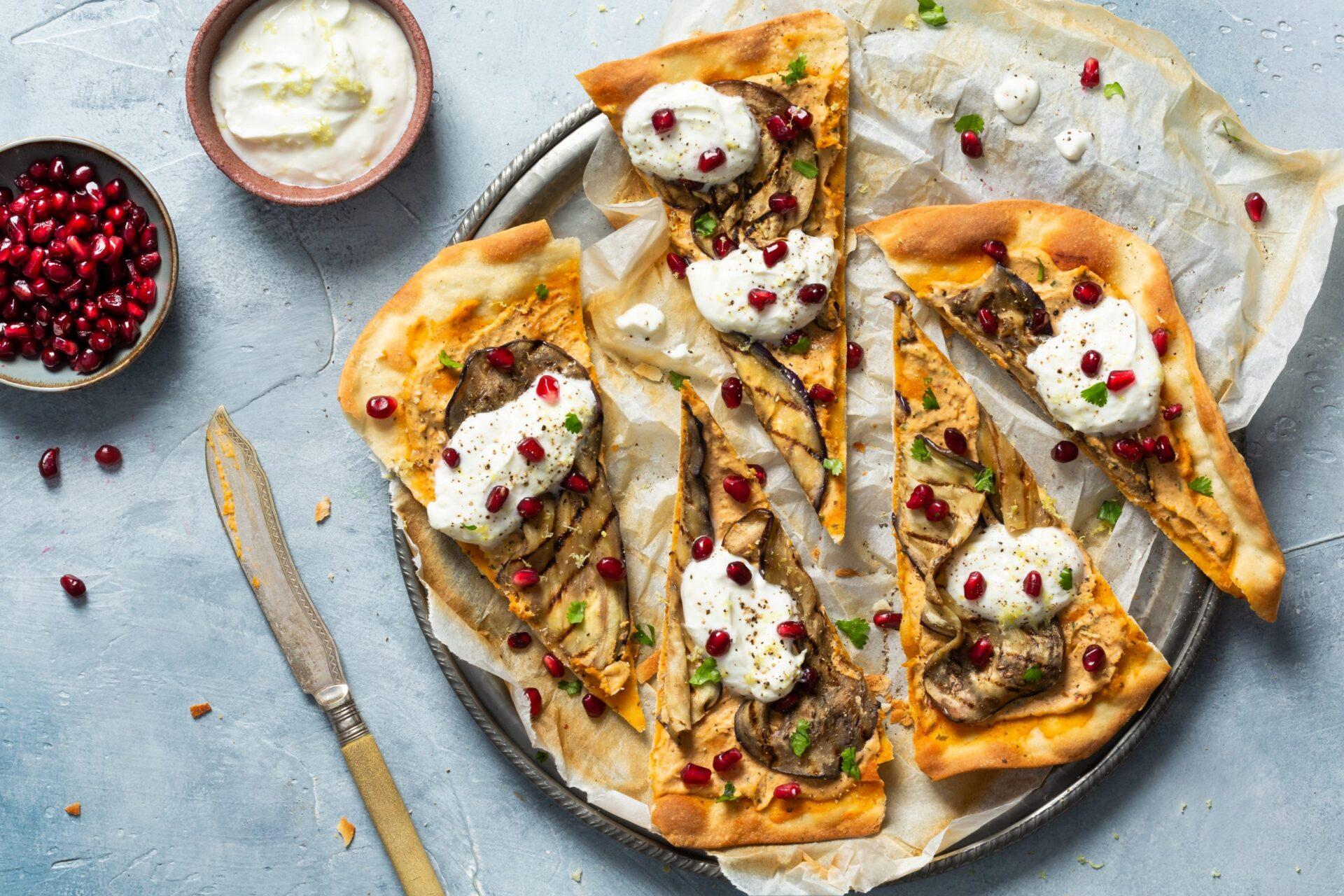 Maza Flammkuchen scaled Overheerlijke flammkuchen met hoemoes en gegrilde aubergine