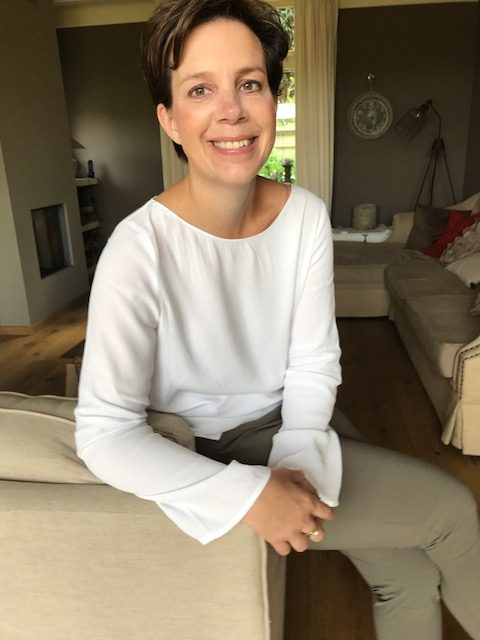ex borstkankerpatiente Claudia ontwerpt mooie beterschapskaarten