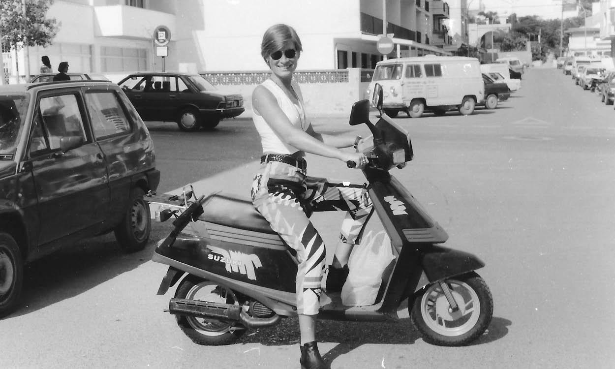 ellen op scooter