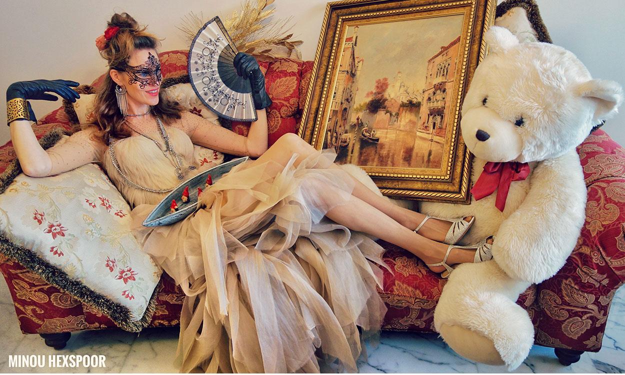 Header minou Minou viert Carnaval, moederdag en een dagje strand in haar woonkamer