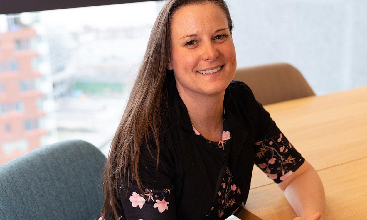 Header powerstorypolitie Politiemedewerker Tamara helpt haar collega's om mentaal in balans te blijven