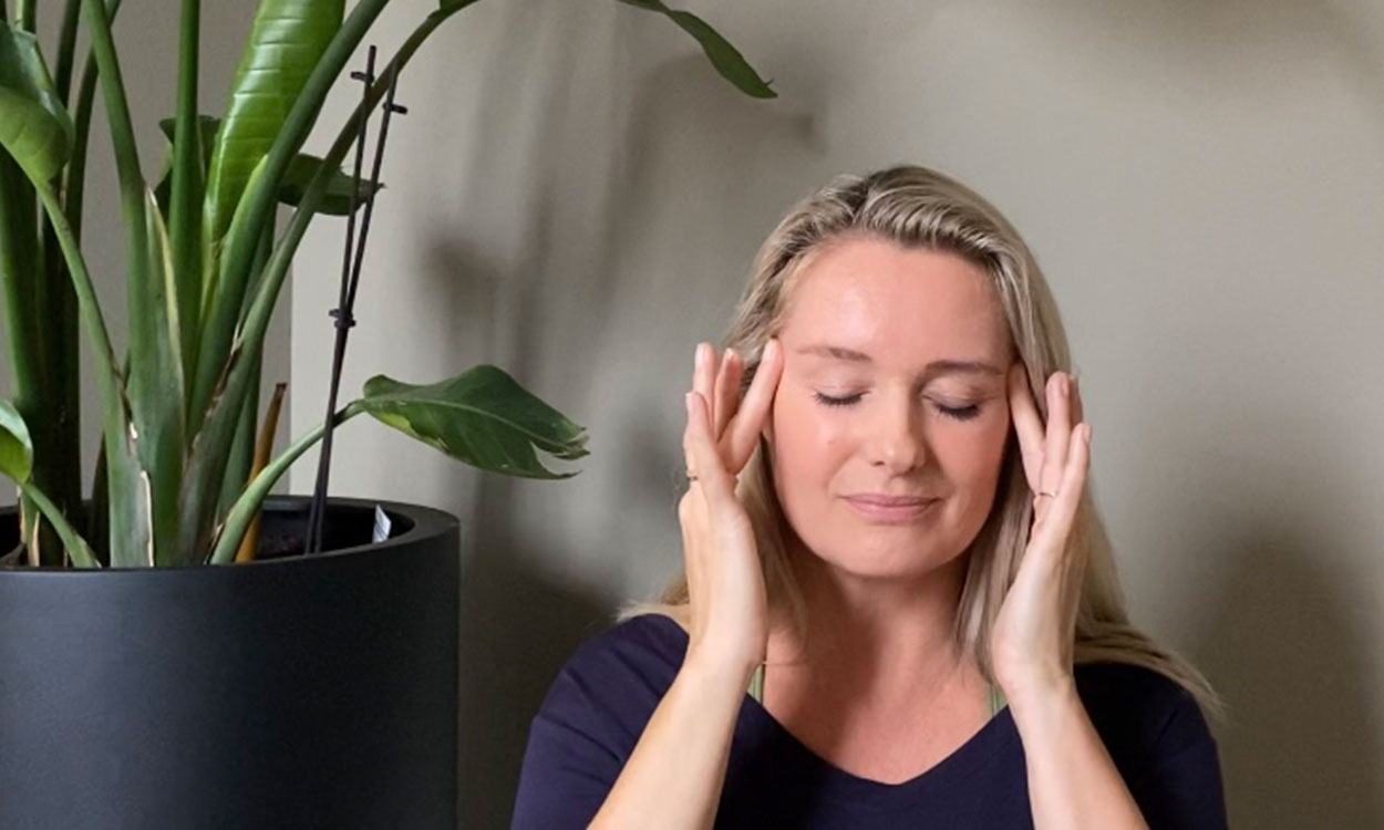 yoga die helpt bij kantoorstress