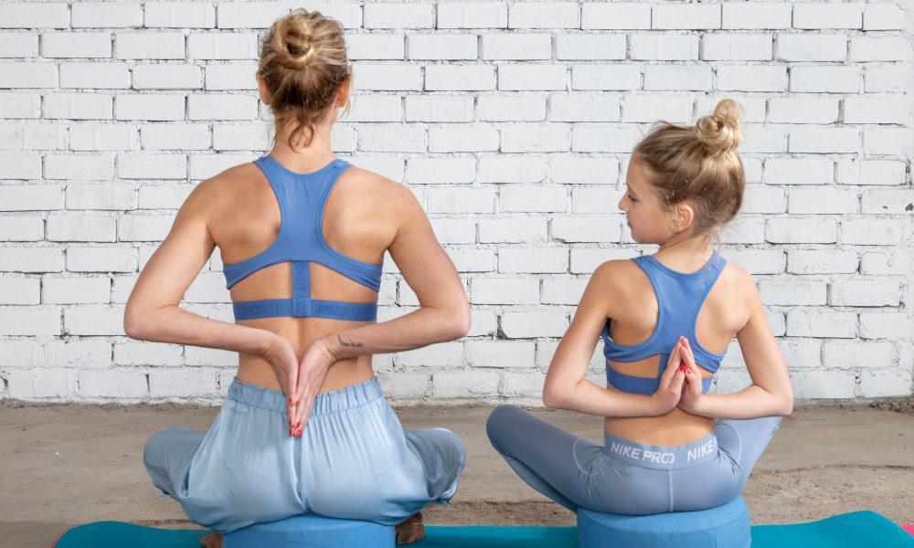 header2 1 e1564060527463 Gluren achter de schermen bij shoot Wendy met dochter Lizzy op de yogamat