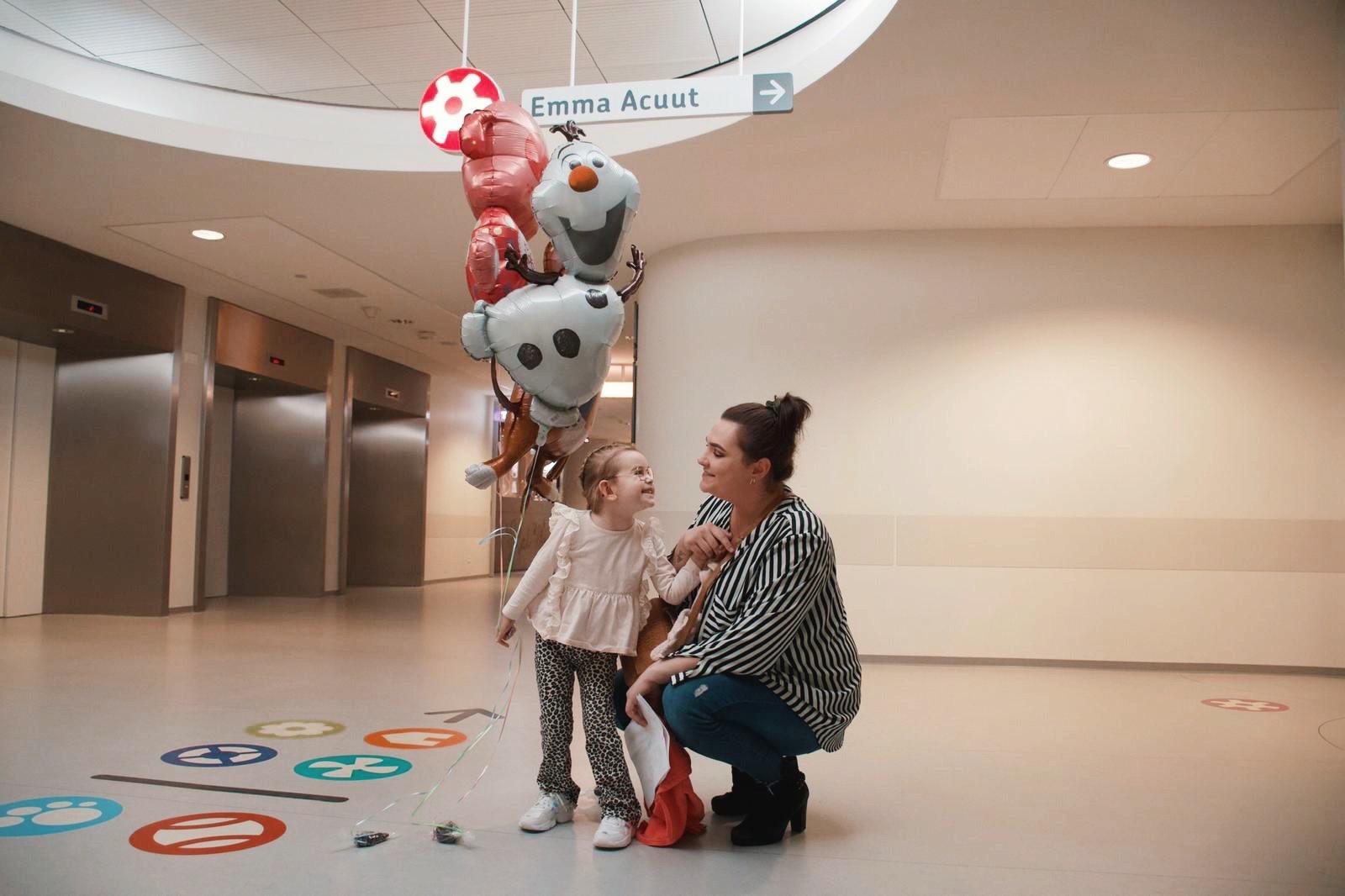 blij in het ziekenhuis Door onzorgvuldigheid van de huisarts raakte Lizzy bijna haar dochter Liva kwijt: 'Terwijl mijn meisje bijna niet meer kon ademen, werd ik als overbezorgde moeder neergezet'